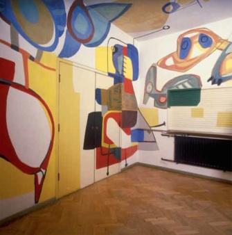 9. KARREL APPEL. schildering foyer en scherm ('Appel-bar'), Stedelijk Museum Amsterdam, 1951, minerale verf op pleisterlaag, olieverf op hout en multiplex, achter glasschildering, 320 x 375 x 398 cm (buffetruimte), 116 x 246 cm (scherm, niet op foto)